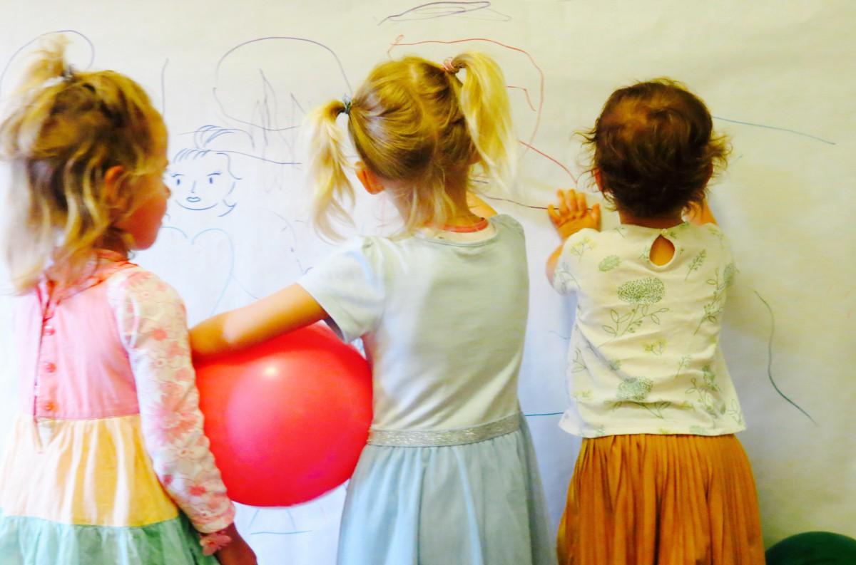 Εργαστήριο θεατρικού παιχνιδιού για παιδιά και εφήβους στο Κέντρο Ελέγχου Τηλεοράσεων. / Με την Δέσποινα Αναστάσογλου και την Ειρήνη Γκαρανέ.